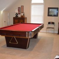 9 ft Antique Pool Table Like New